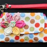 Bolsa muñequera con puntos de colores