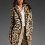 Abrigo color leopardo para temporada de invierno