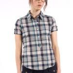Camisa de mujer con botón en la manga