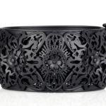Hermosa pulsera tallada en plata ennegrecida