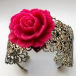 Pulsera rosa con tonos románticos