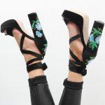 El boom de los bordados también en tus zapatos!